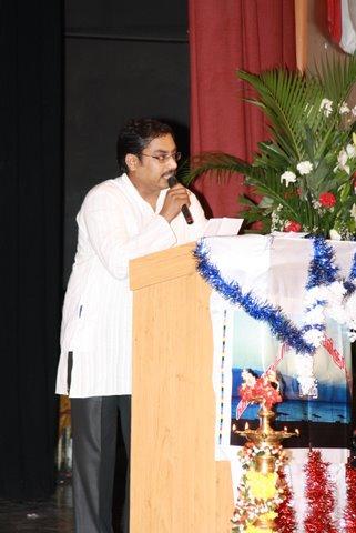 கவியரங்கத்தில் பேசிய போது எடுத்தது.. (19.11.2010)