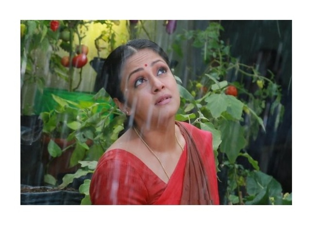 36-vayathinile-tamil-movie-jyothika-photos-01171